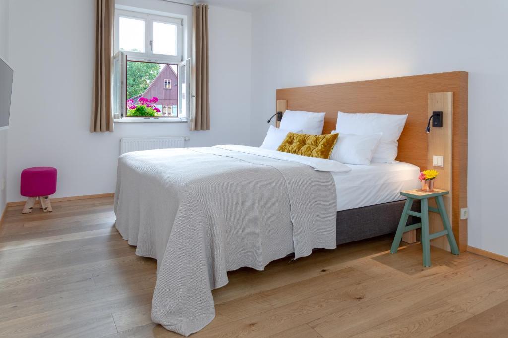 Ein Bett oder Betten in einem Zimmer der Unterkunft Hezelhof Hotel
