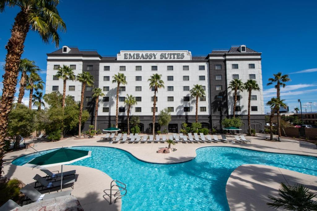 The swimming pool at or close to Embassy Suites Las Vegas