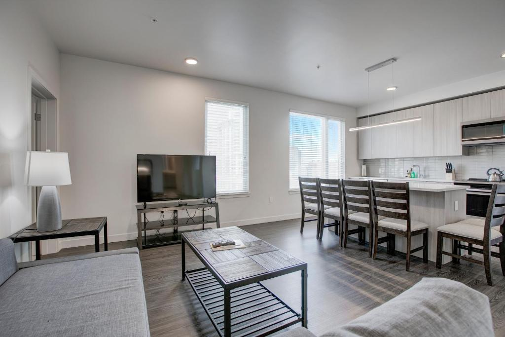 A seating area at SoBe Denver 30 Day Rentals