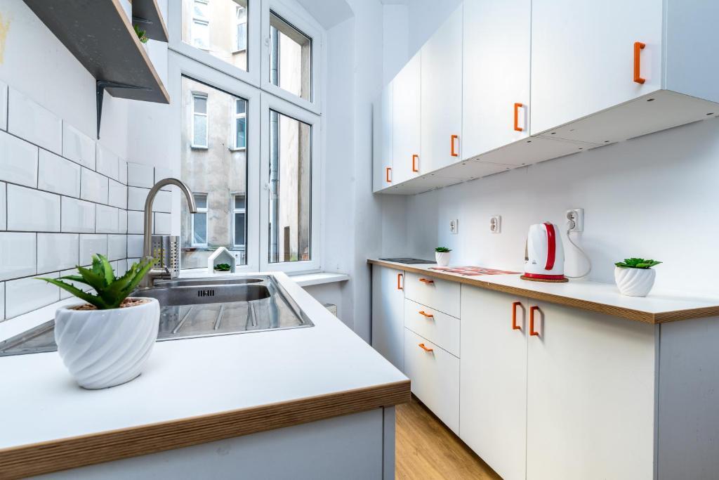A kitchen or kitchenette at Mielżyńskiego Guest House