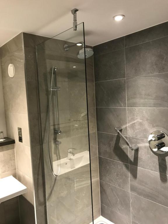 A bathroom at Maldron Hotel Newcastle