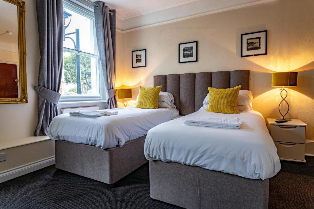 A bed or beds in a room at Black Lion