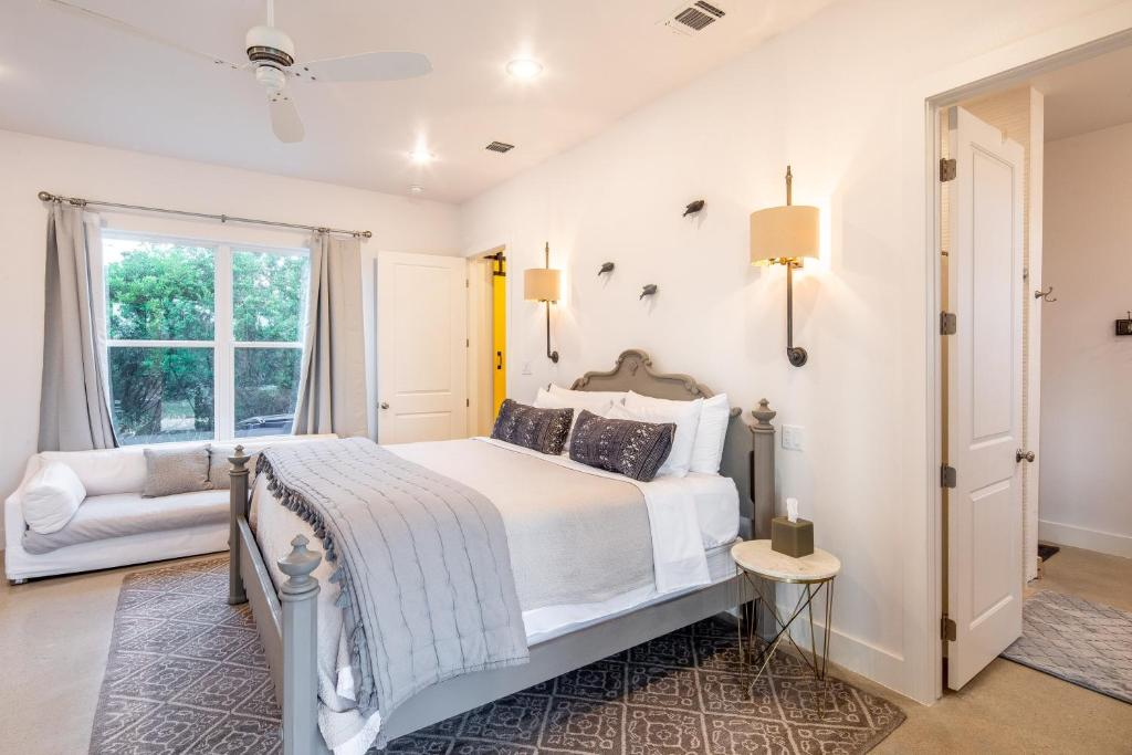 Juniper Woods Farmhouse Home New Braunfels Updated 2020 Prices As a guest of new braunfels toobs (nb toobs), we ask you to abide by the following cdc guidelines and orders by governor of the state of texas minimum. juniper woods farmhouse home new