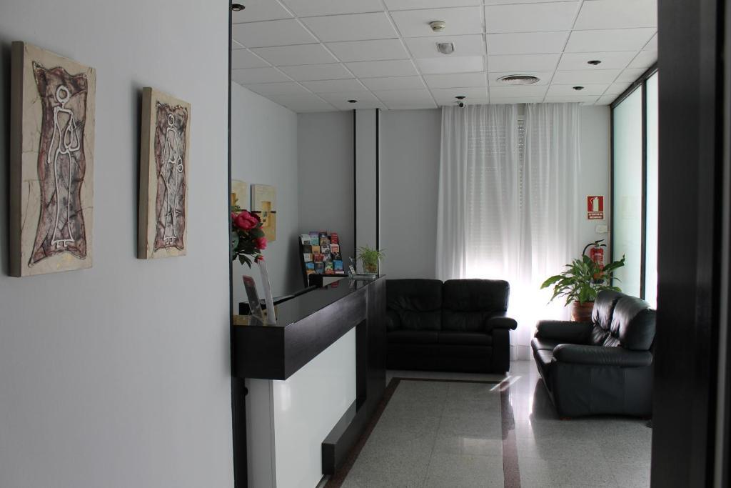 Lobby/Rezeption in der Unterkunft Hotel Barajas Plaza
