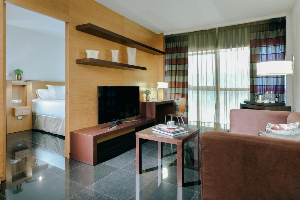 A television and/or entertainment center at Hesperia Barcelona Fira Suites