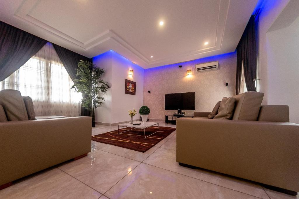 A seating area at MARYLAND LUXURY VACATION HOME IN A SERENE AND HIGH BROW AREA OF KATAMPE EXTENSION