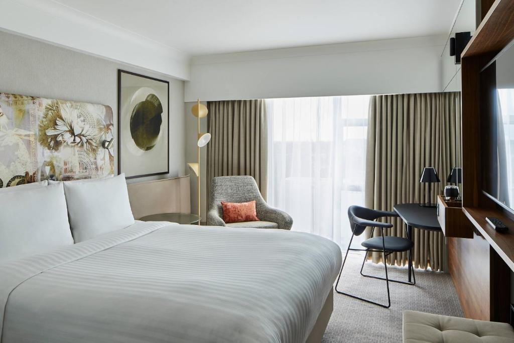 A bed or beds in a room at London Marriott Hotel Kensington