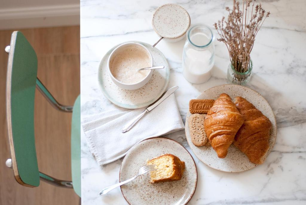 Breakfast options available to guests at L'Alighieri