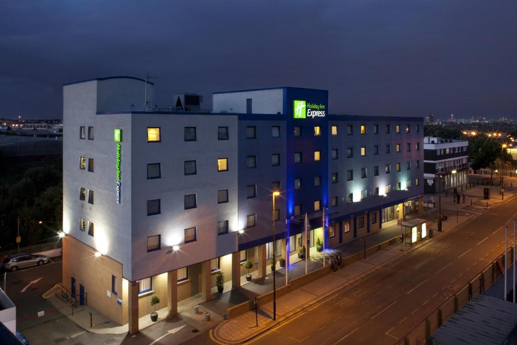 Holiday Inn Express Park Royal, London – Updated 2020 Prices