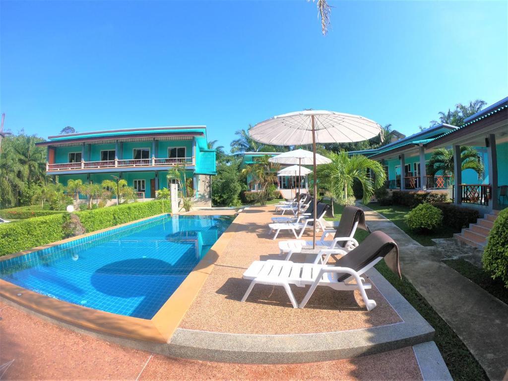 The swimming pool at or near Tum Mai Kaew Resort
