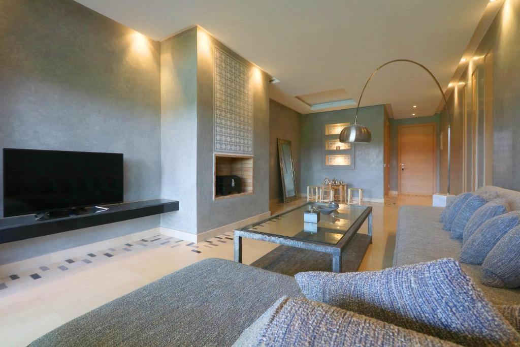 A television and/or entertainment center at Sublime Appart au Prestigia Golf City