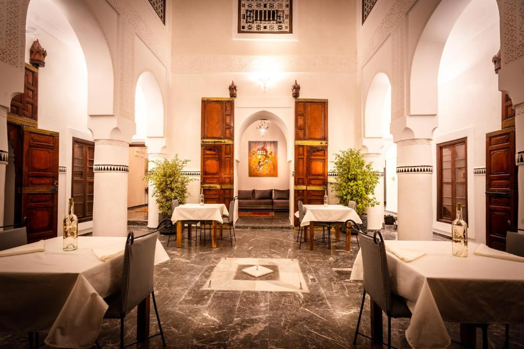 A restaurant or other place to eat at Aix Kabaj Palais & Spa