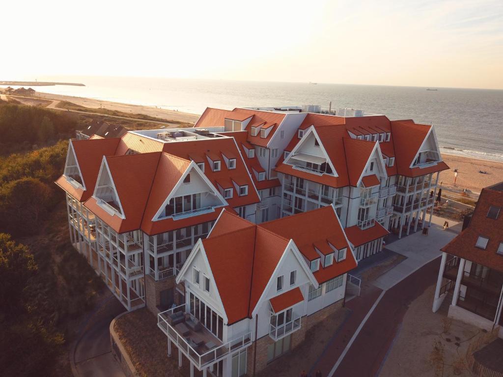 A bird's-eye view of Familie beachhuis op de duinen (Duinhuis)
