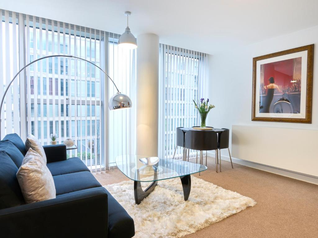 A seating area at The Hub Serviced Apartments- Shortstay MK