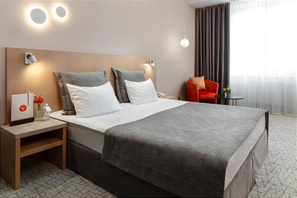Кровать или кровати в номере Moskovskaya gorka by USTA Hotels