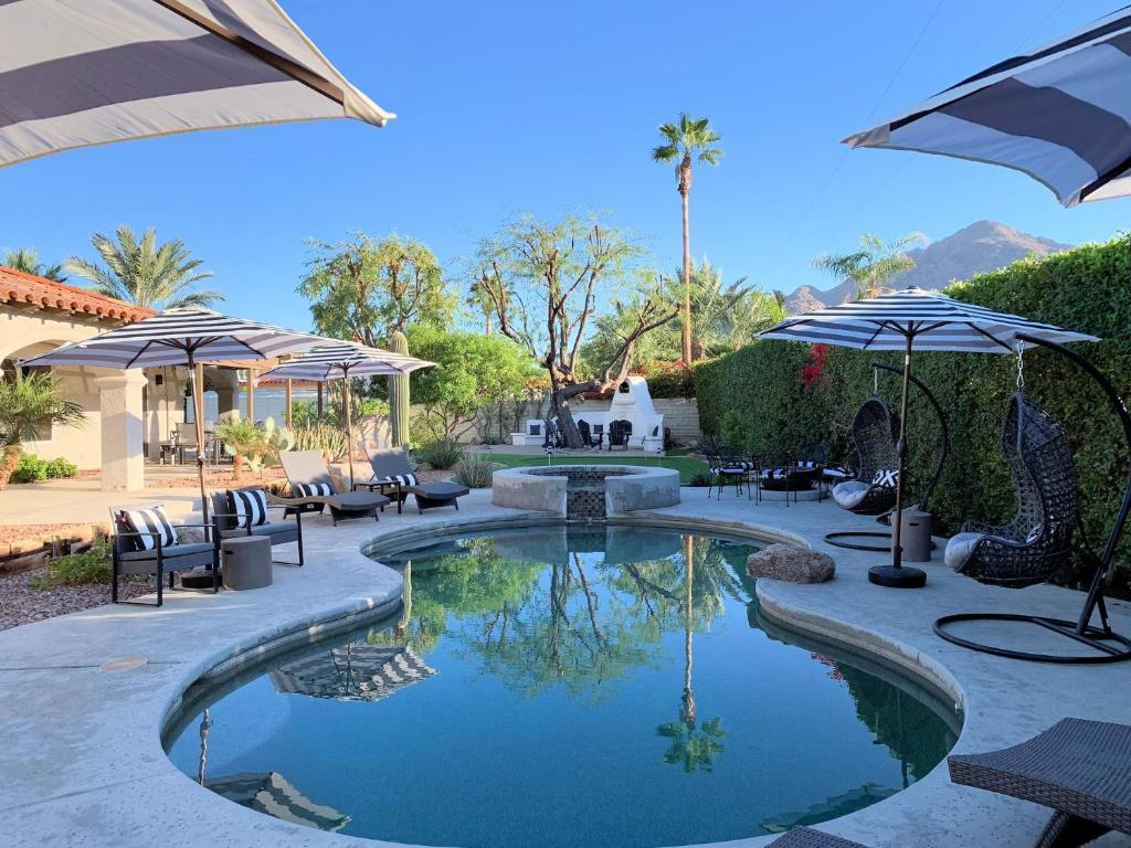 NEW LUXE RETREAT 3BD/3BA, Pool/Spa, Putting Green, Pool Table