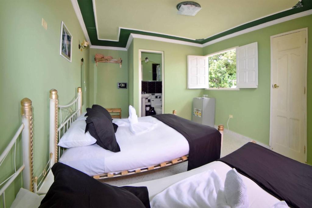A bed or beds in a room at Hostal Mar y Tierra 2 WIFI GRATIS