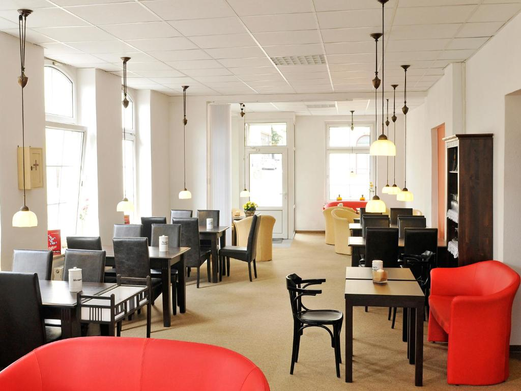 Ein Restaurant oder anderes Speiselokal in der Unterkunft Pension Müllers Alte Backstube