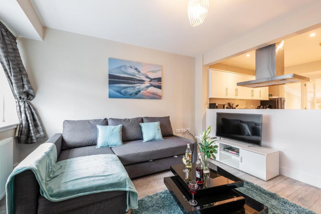 A seating area at Dartford, Kent - Modern 2Bd 2Bath En-Suite Bungalow M25 Bluewater