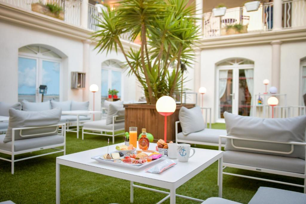 Hotel La Jetee Saint-Martin-de-Re, France