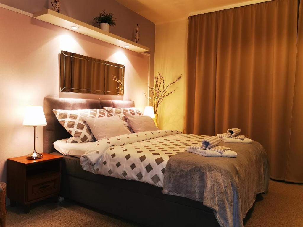 A bed or beds in a room at Pension Villa Marit