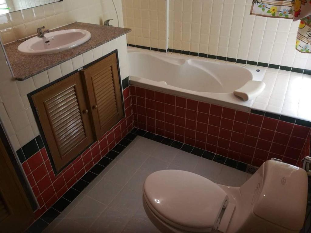 A bathroom at Ocean View Resort