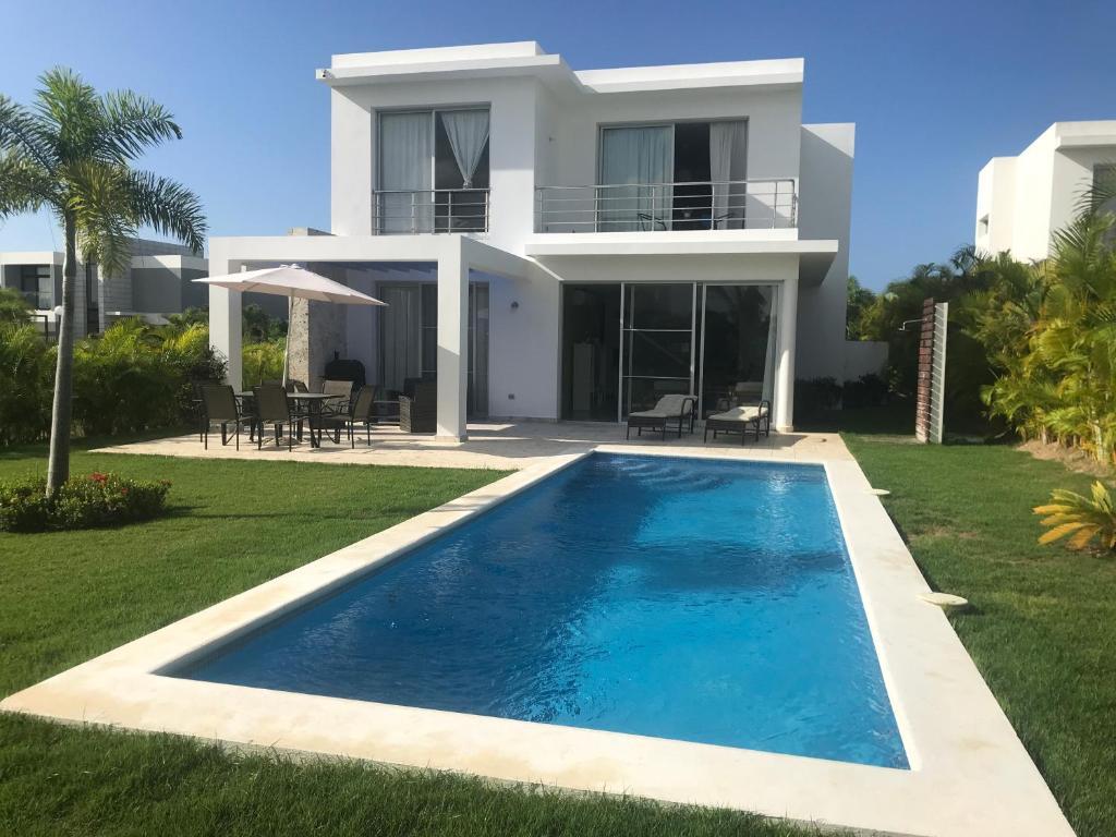 The swimming pool at or close to Villa Real Playa Nueva Romana
