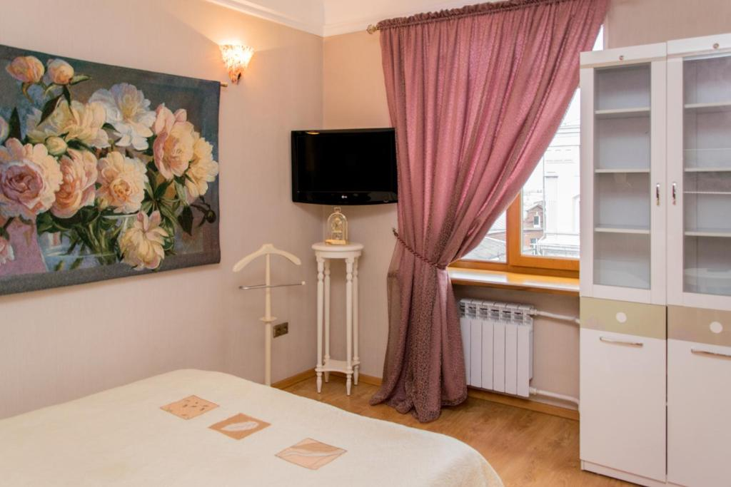 A television and/or entertainment center at Spacious apartment in the center of Vladivostok