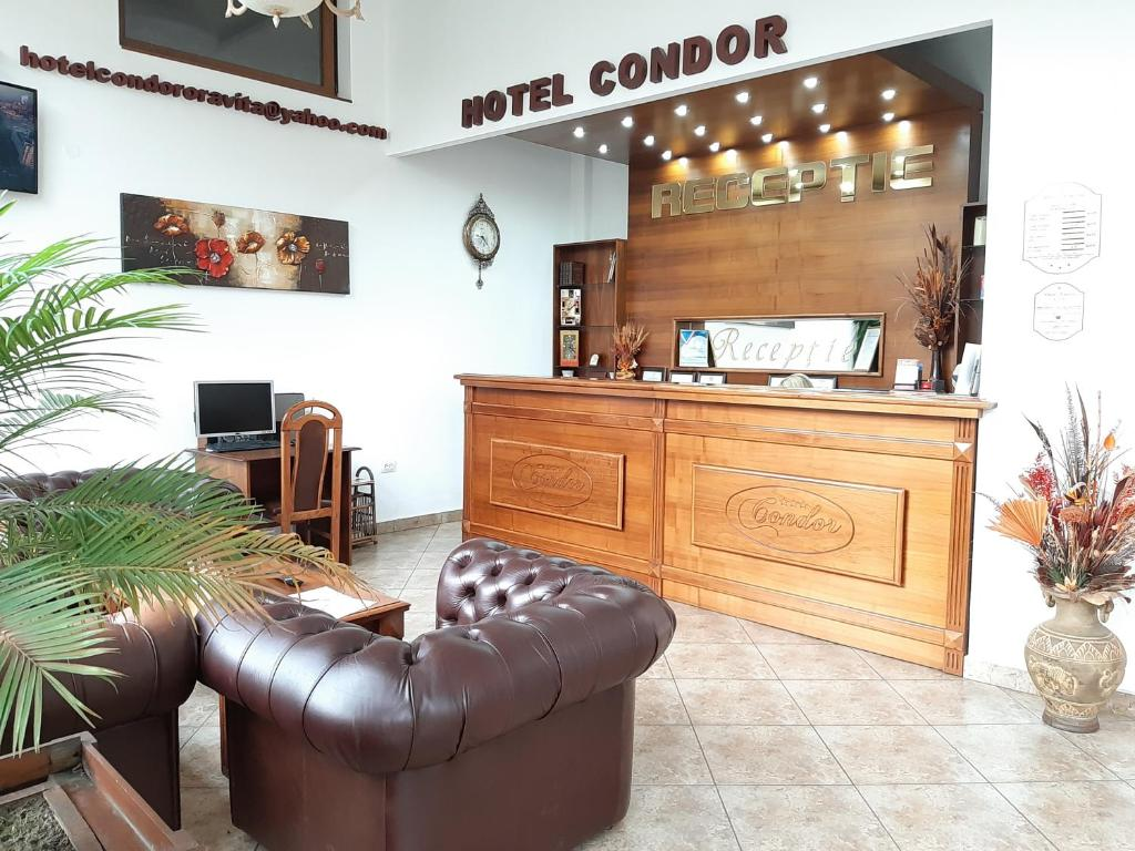 The lounge or bar area at Hotel Condor