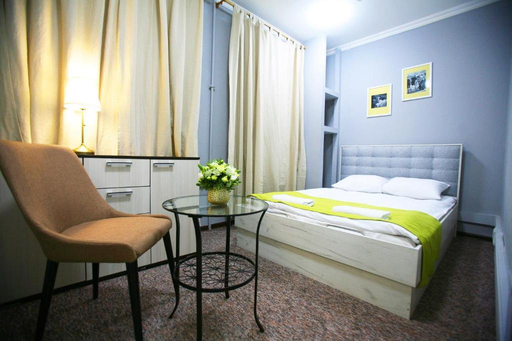 A bed or beds in a room at CHEERS Rooms Arbat