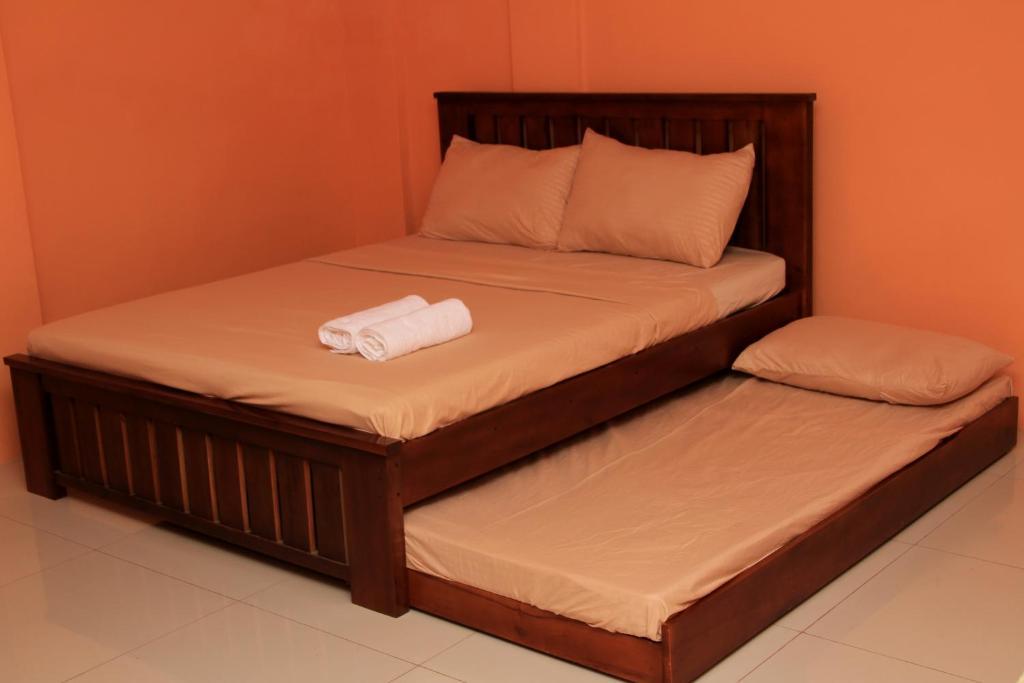 M. Cabildos Transient Room 2