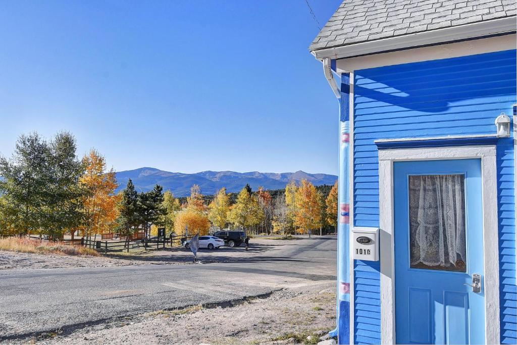 High Mountain Blue - Rustic & Charming, family friendly