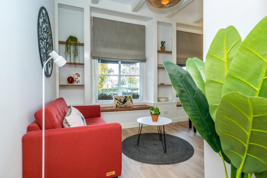 A seating area at De Herberg Appartementen