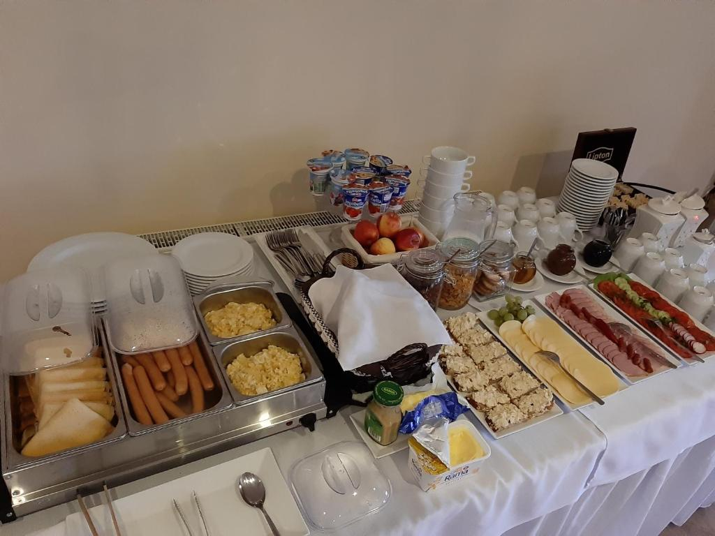 Breakfast options available to guests at Hotel Kardamon
