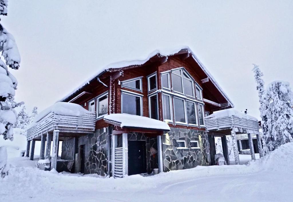 Levillas Utsuvaara Villas during the winter
