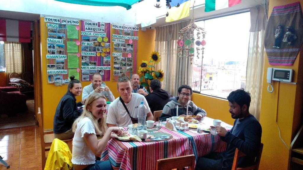A family staying at COZY HOSTEL PUNO