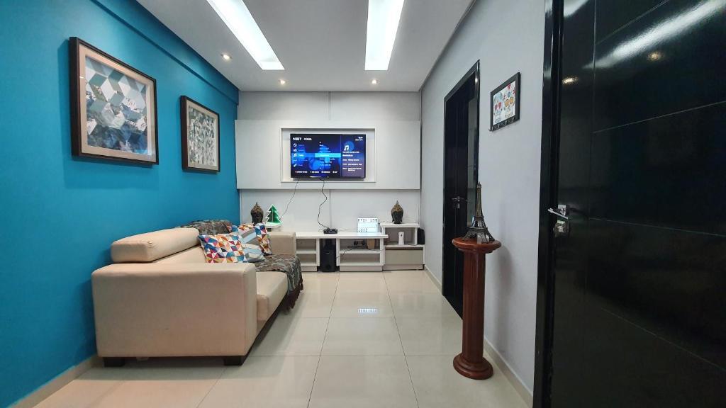 A seating area at Apto Boulevard Manaus - RARIDADE