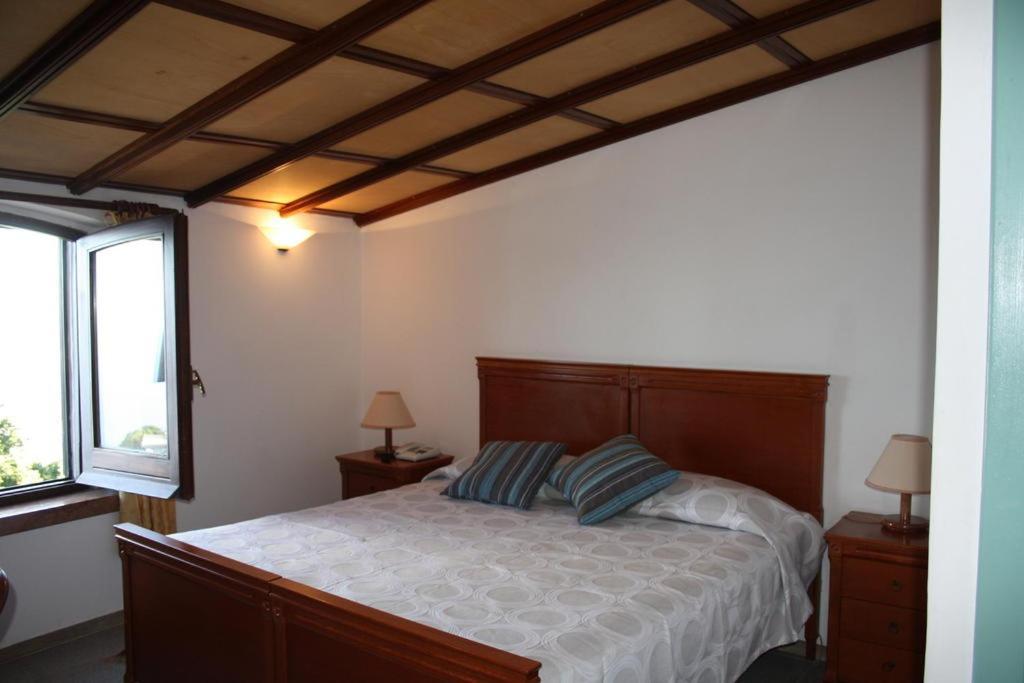 Кровать или кровати в номере Hotel Edelweiss
