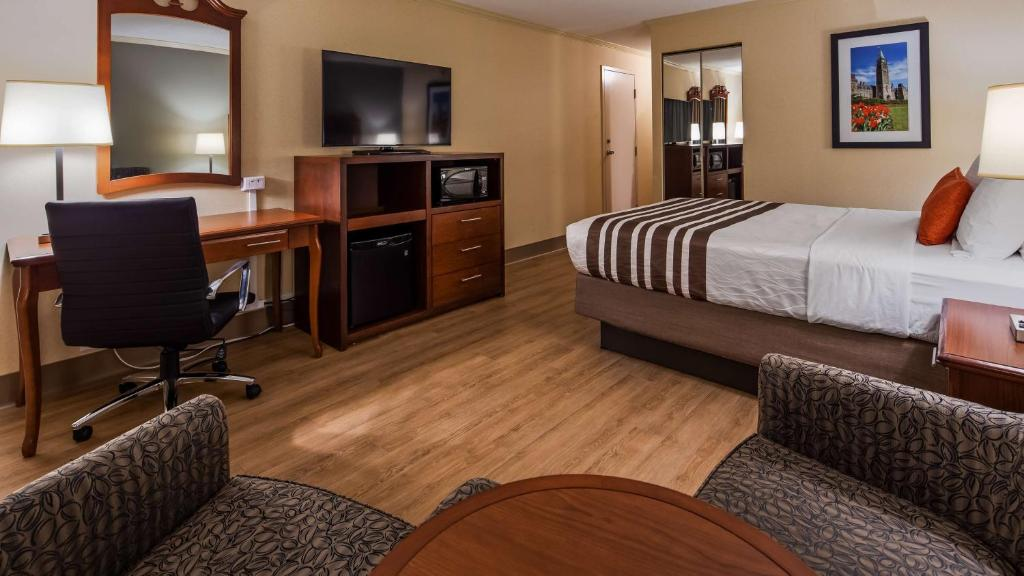 A television and/or entertainment center at Best Western Plus Ottawa City Centre