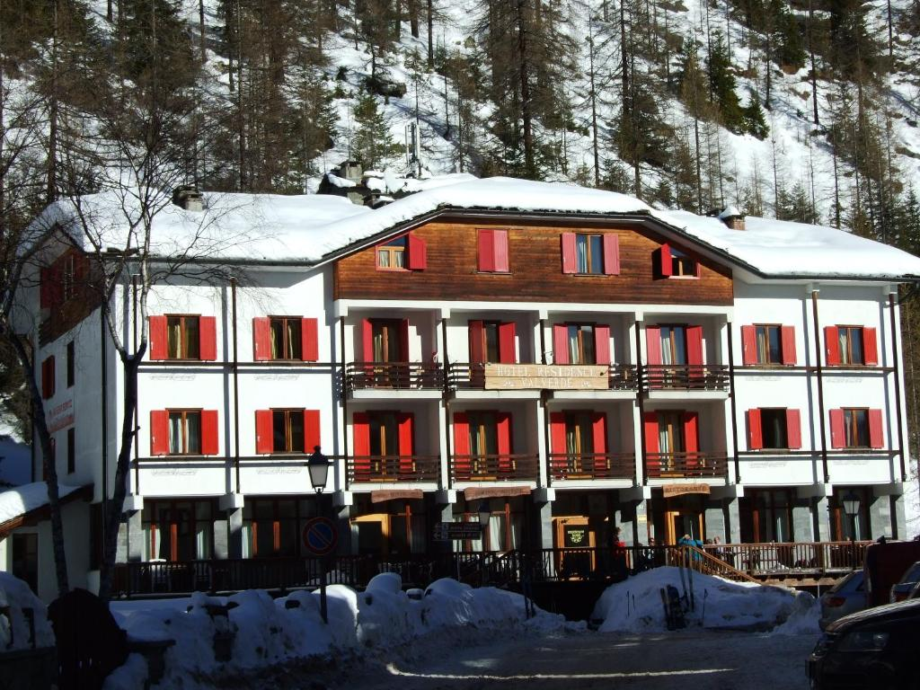 Hotel Valverde during the winter