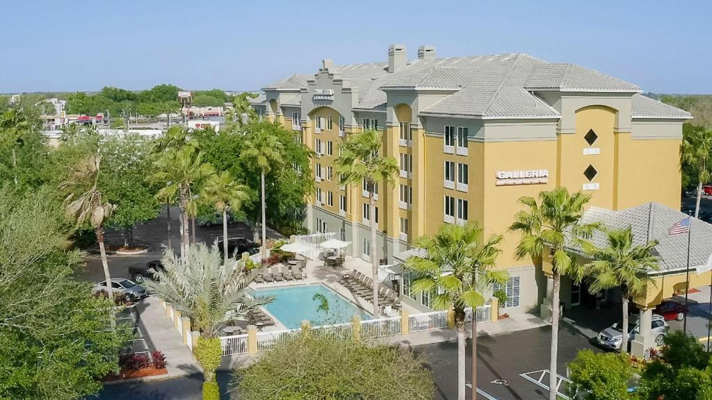 A view of the pool at Galleria Palms Orlando or nearby