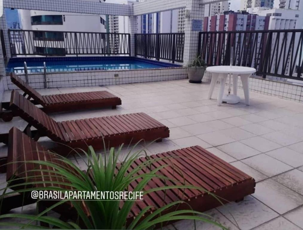 The swimming pool at or close to Flat Boa Viagem
