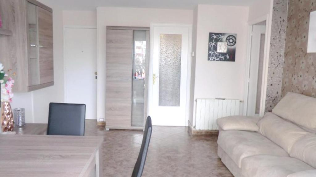 Apartment with 3 bedrooms in Cabrera de Mar with wonderful sea view shared pool furnished terrace 20 m from the beach