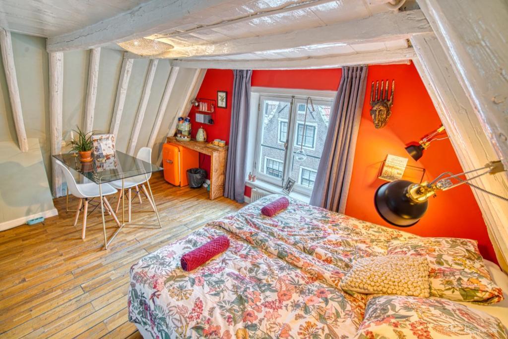 Attic Monkeys Lodge Niederlande Amsterdam Booking Com