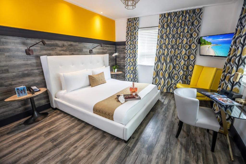 Säng eller sängar i ett rum på Catalina Hotel & Beach Club
