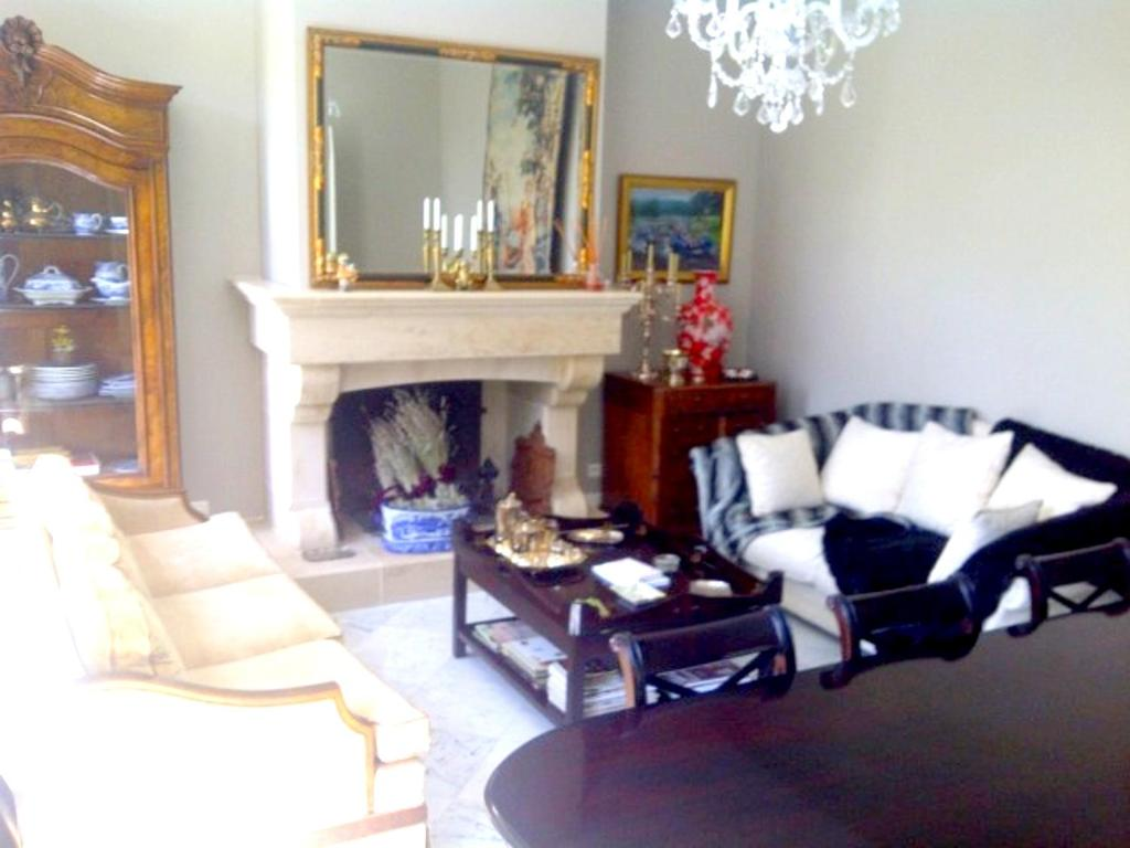 A seating area at Manor House Domaine des Pins