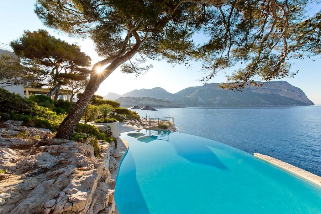 The swimming pool at or near Hotel Les Roches Blanches Cassis