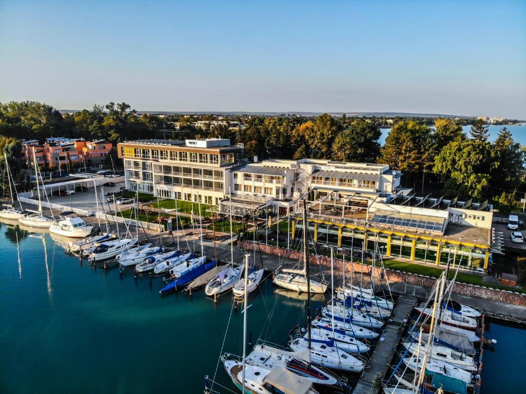 A bird's-eye view of Hotel Yacht Wellness & Business