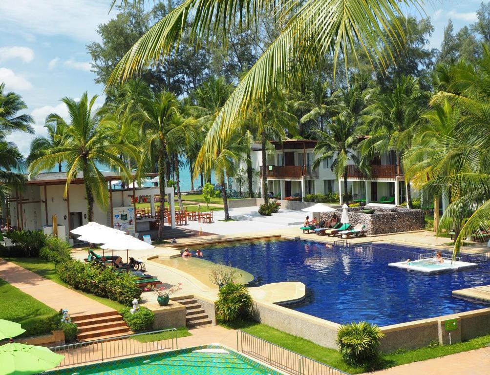 Бассейн в The Briza Beach Resort, Khao Lak или поблизости