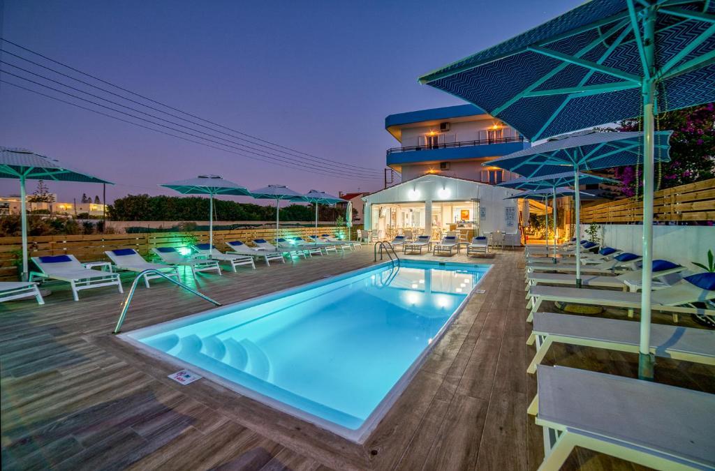 Πισίνα στο ή κοντά στο Emi Seaside